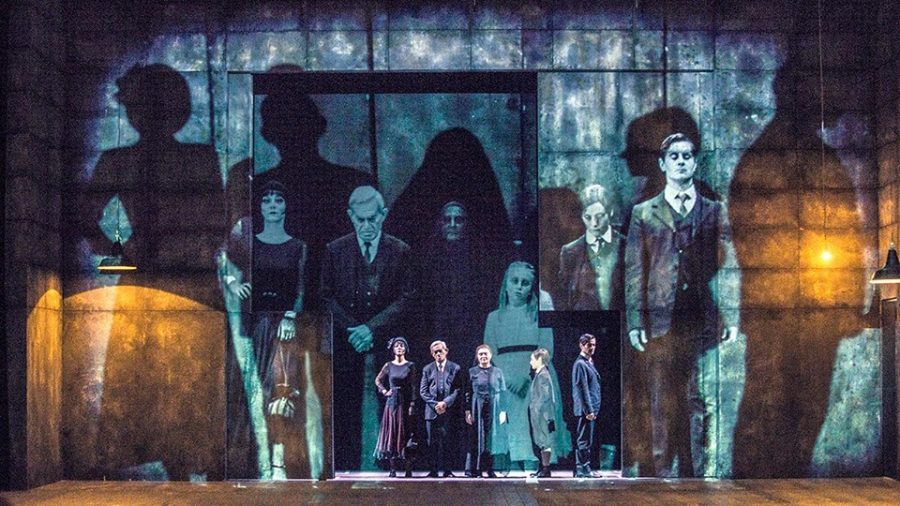 Sei personaggi in cerca d'autore di Pirandello: tra scrittura e teatro