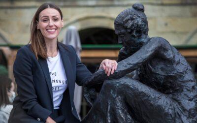 Anne Lister: Halifax inaugura una statua in onore della diarista di Shibden Hall